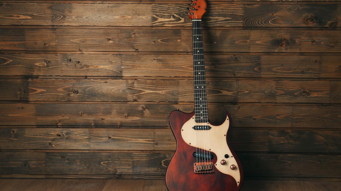 Gør-det-selv-projekt: Sådan istandsætter du en gammel guitar, så den bliver som ny